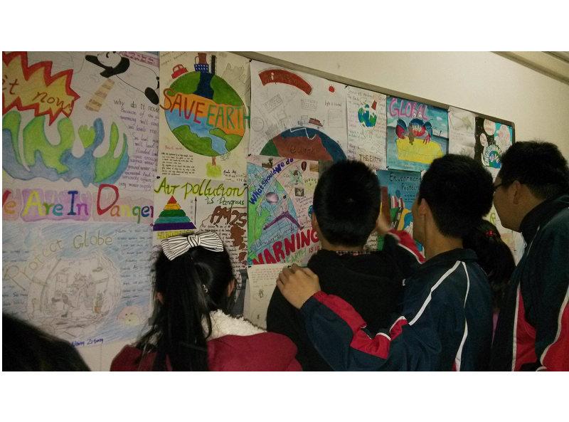 我校举办英语小组活动探究制作海报大赛